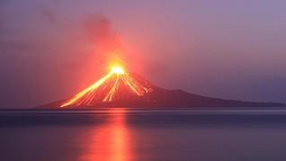 Semalaman Gunung Anak Krakatau Meletus 44 Kali