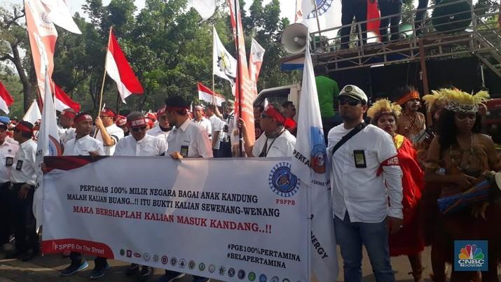 Karyawan Pertamina: Menteri Rini Jangan Kau Jual Aset Negara!