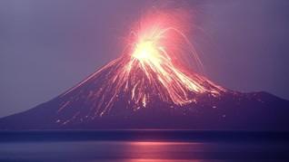 Anak Gunung Krakatau Meletus 576 Kali Sepanjang Hari