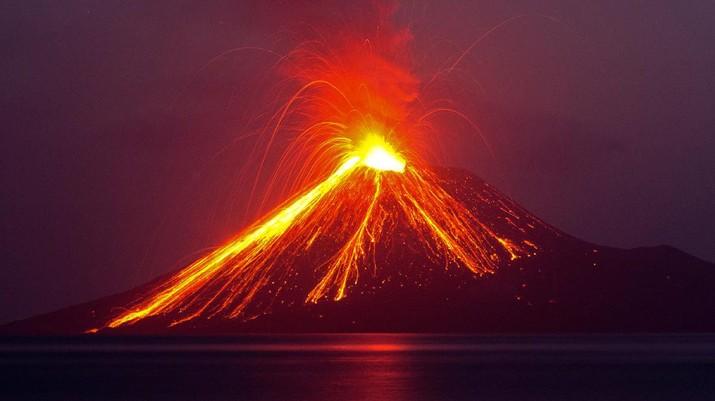 Meskipun gunung yang terletak di Selat Sunda, Provinsi Lampung itu meletus ratusan kali, tidak ada letusan yang besar yang menimbulkan dampak merusak.