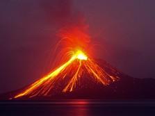 Meski Erupsi 576 Kali, Anak Krakatau Tak Ganggu Penerbangan