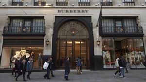 Burberry Bakar Produk Tak Laku Senilai Rp529 Miliar