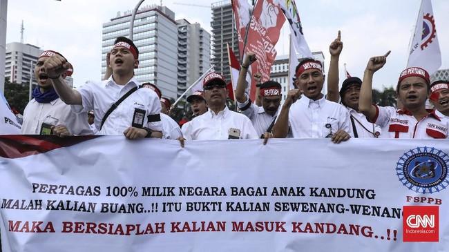 Saat di Kementerian ESDM para pedemo menolak diterima Wakil Menteri ESDM Arcandra Tahar, dan menuntut dipertemukan dengan Menteri ESDM Ignasius Jonan.(CNN Indonesia/ Hesti Rika)