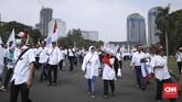 Mereka menyuarakan sejumlah tuntutan di antaranya meminta Menteri BUMN Rini Soemarno mundur dari jabatannya. (CNN Indonesia/ Hesti Rika)