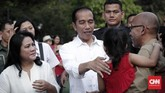 Ada sekitar 300 anak yang ikut bermain dan berdendang bersama Presiden RI Jokowi bersama istrinya, Iriana, di halaman Istana Merdeka, Jakarta Pusat.(CNNIndonesia/Safir Makki)