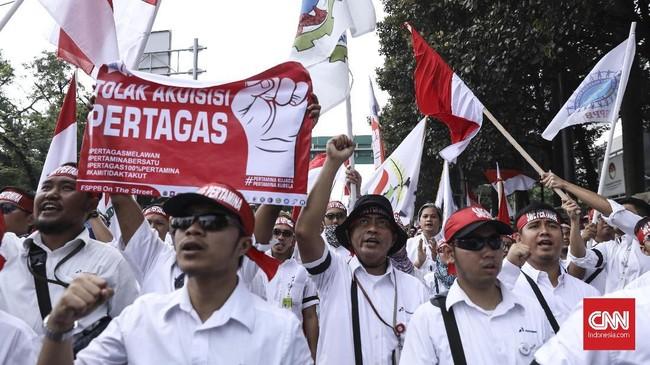 FSPPB menyatakan akuisisi Pertagas itubertentangan dengan UU Nomor 40 Tahun 2007 tentang Perseroan Terbatas, di mana perbuatan hukum dalam proses penggabungan atau pengambilalihan perseroan wajib memperhatikan kepentingan karyawan yakni aspirasi para pekerja itu sendiri. (CNN Indonesia/ Hesti Rika)