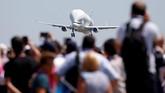 Airbus Beluga XL disebut memiliki bobot 125 ton, bentang sayap 60,3 meter, dan bisa mengangkut beban hingga 60 ton dengan jarak penerbangan sejauh 2500 mil (4023 kilometer). (REUTERS/Regis Duvignau)