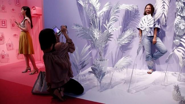 Karya-karya seni itu imajinatif dan berwarna-warni serta unik. (REUTERS/Kim Kyung-Hoon)