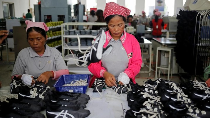 Women work on the production line at Complete Honour Footwear Industrial, a footwear factory owned by a Taiwan company, in Kampong Speu, Cambodia, July 5, 2018. REUTERS/Ann Wang    SEARCH