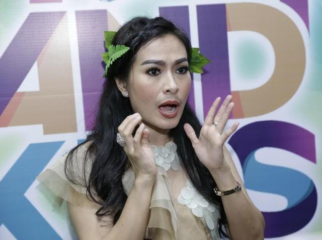 Iis Dahlia Cuek Meski Di-bully Netizen