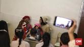 Selain menghibur sajian humor, saat tampil mereka menyelipkan kata-kata motivasi kepada penontonya. (CNN Indonesia/ Hesti Rika).
