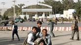 Dostum mengasing setelah diduga menyiksa dan menganiaya musuh politiknya. (REUTERS/Omar Sobhani)