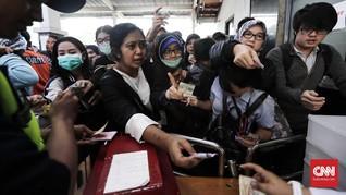 KRL Kacau, YLKI Pertanyakan Langkah KCI Ganti Tiket Kertas