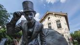 Acara akhir pekan lalu itu adalah festival patung hidup terbesar di Eropa. (REUTERS/Yves Herman)