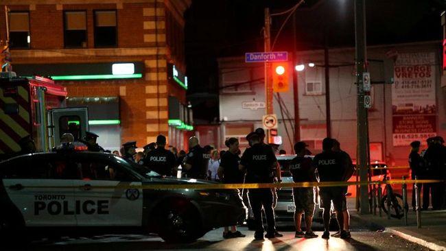 Penembakan di California, Korban Berlompatan dari Jendela