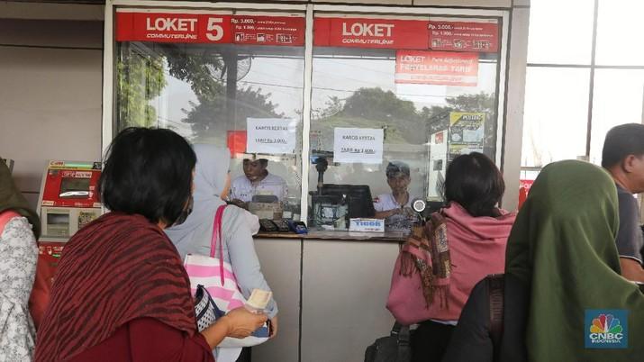Kereta Commuter Indonesia melakukan update sistem tiket elektronik KRL.