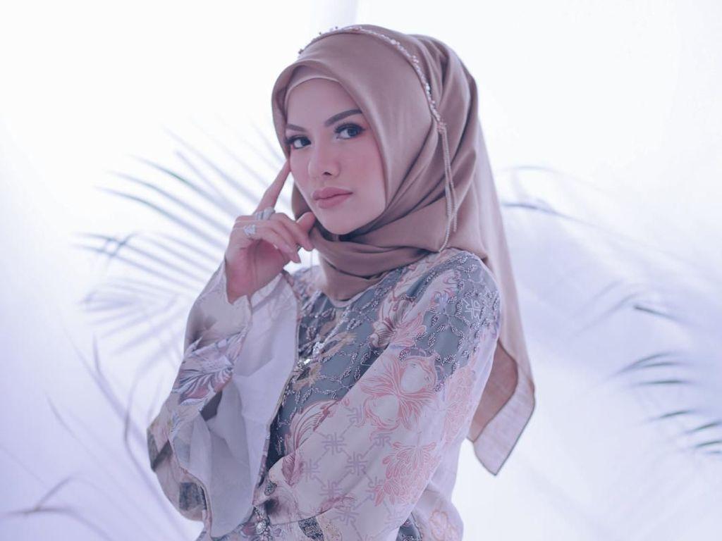 Nikita Mirzani hingga Fitrop Pemotretan Pakai Hijab, Bikin Pangling!