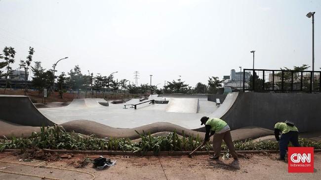 Kepala pengelola dan keamanan Kalijodo Jamaluddin mengakupihaknya sudah berusaha sekuat tengaga merawat taman, namun polah pengunjung yang tak disiplin pun memiliki andil besar kerusakan taman itu. (CNN Indonesia/Andry Novelino)