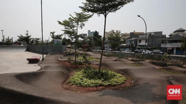 Terkait kondisi Kalijodo, Wagub DKI Jakarta Sandiaga Uno menyebut itu karena rumitnya birokrasi yang bertanggung jawab atasnya. Oleh karena itu, Sandiaga ingin merampingkan pengelolaan RPTRA Kalijodo. (CNN Indonesia/Andry Novelino)