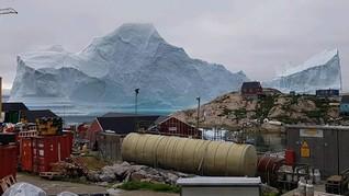 Gunung Es 11 Juta Ton Ancam Desa di Greenland