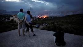 FOTO: Gelombang Panas Jadi Jilatan Api di Yunani