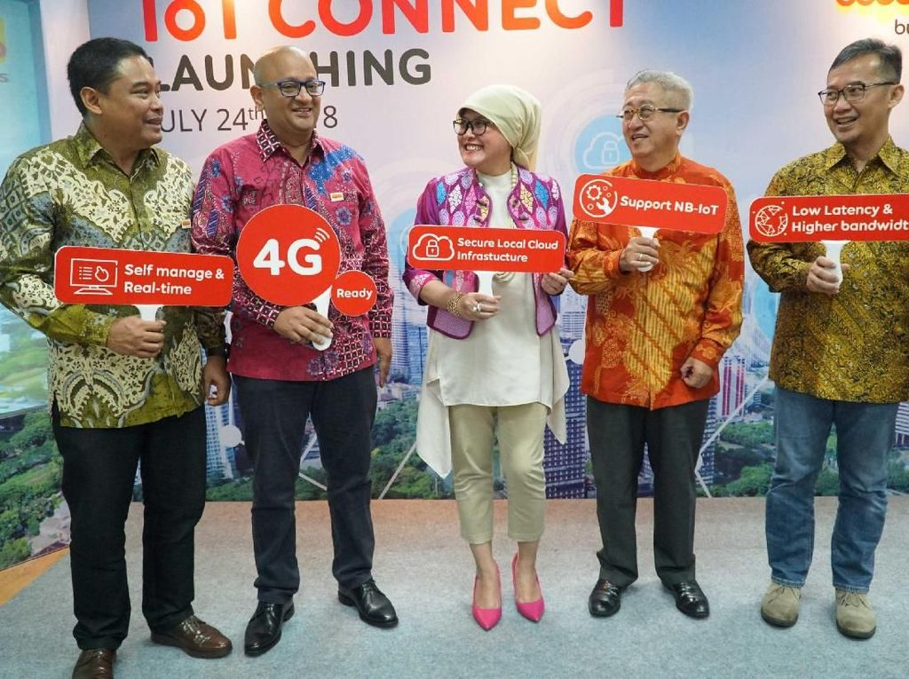 Head of Business Development IoT & Smart City Indosat Ooredoo Hendra Sumiarsa, Group Head Business Marketing Indosat Ooredoo Rangarajan Kalyanasundaram, Group Head Regional Accounts Indosat Ooredoo Fuli Humaeroh, dan Group Head Business Operation Indosat Ooredoo Helmi Misbah hadir dalam peluncuran IoT Connect di Jakarta (24/7/2018). Istimewa/Indosat Ooredoo.