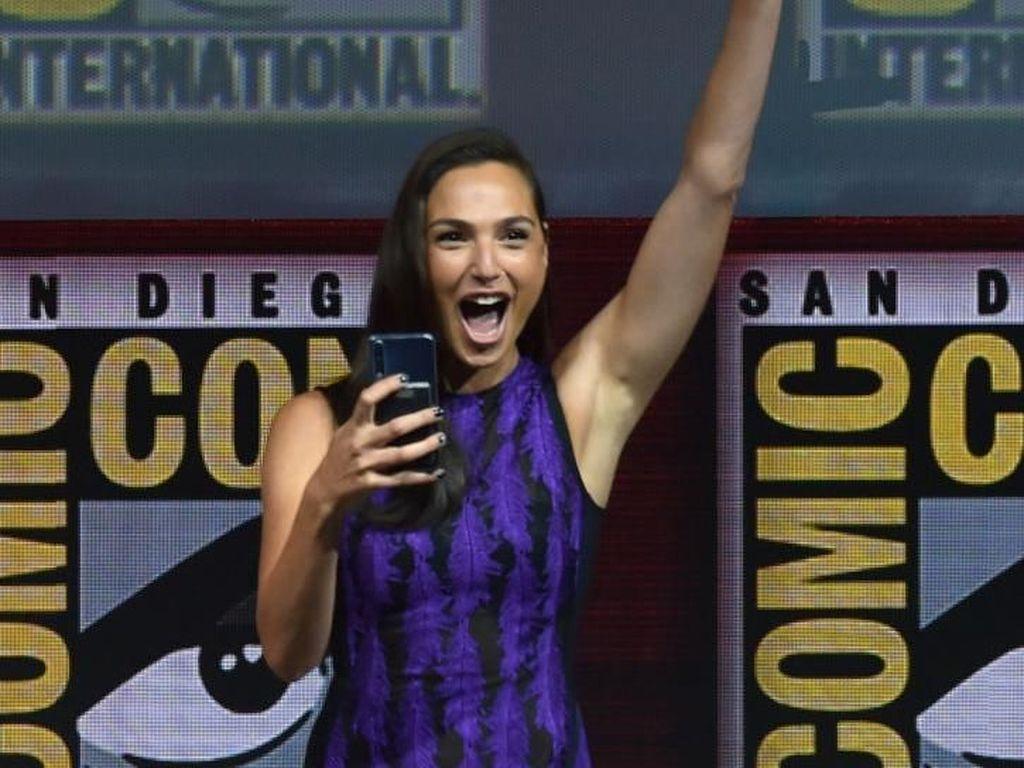 Gal Gadot Tebar Pesona di Comic-Con saat Promosikan Wonder Woman 1984