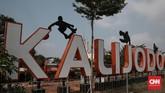 Sebelum menjadi RPTRA, Kalijodo adalah tempat yang dikenal sebagai lokasi bisnis seksual. Setelah digusur Ahok, aset tanah milik Balai Besar Wilayah Sungai Ciliwung Cisadane itu pun diubah menjadi tamanseperti saat ini. (CNN Indonesia/Andry Novelino)