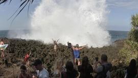Waspada Gelombang Tinggi di Objek Wisata Pantai