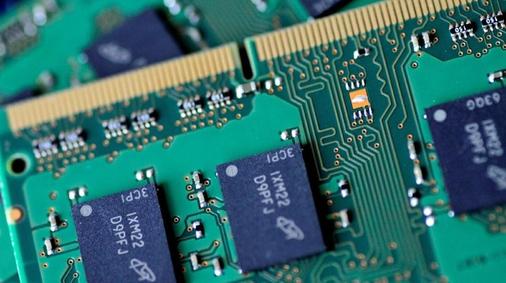 FILE PHOTO: RAM memory chips are seen in this illustration photo June 21, 2017.   REUTERS/Thomas White/Illustration/File Photo