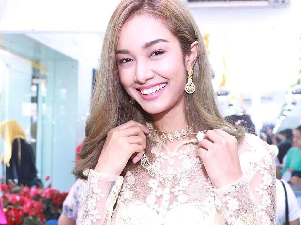 Foto: Sensasi Ratu Kecantikan yang Dipecat karena Menolak Operasi Payudara