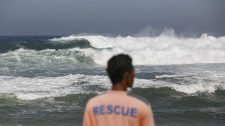 BMKG Sebut Gelombang Tinggi di Manado karena Kecepatan Angin