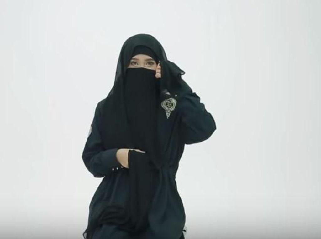 Tutorial Pakai Cadar untuk Perjalanan Haji