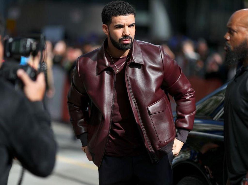 Gaya Modis Drake, Rapper di Balik In My Feelings Challenge