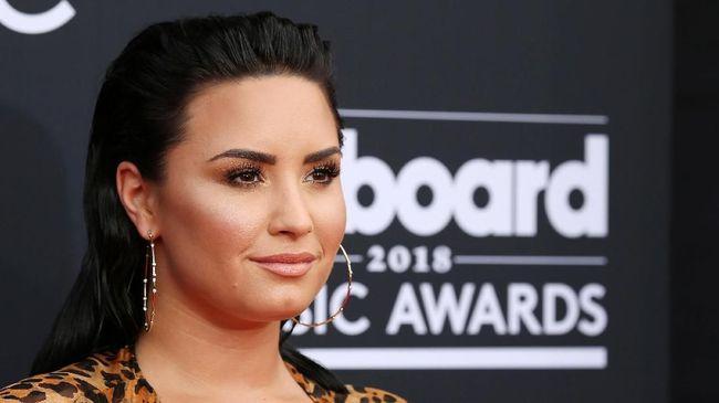 Keluarga Sebut Demi Lovato 'Kerja Keras' Kembali Pulih