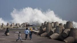 Waspadai Gelombang Tinggi di Pesisir Yogyakarta