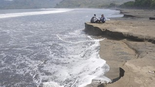 Tiga Kecamatan Sulsel Kena Dampak Abrasi akibat Cuaca Ekstrem