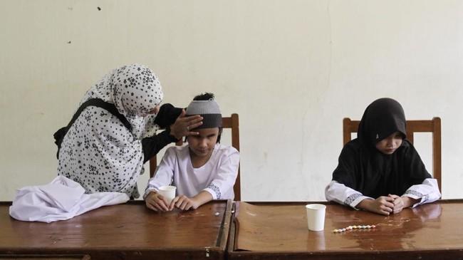 Mereka tak memiliki keterbatasan fisik, tapi kalah oleh Zizi yang tunanetra. (Eko Siswono Toyudho - Anadolu Agency)