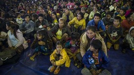 FOTO: Wajah Pengungsi Bendungan Jebol di Laos