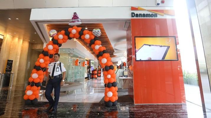 Awal Mei ini pengabungan bisnis atau merger antara PT Bank Danamon Indonesia Tbk (BDMN) dengan PT Bank Nusantara Parahyangan Tbk (BBNP) ditargetkan bisa rampung