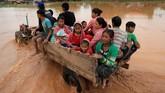 Sedikitnya 3.000 warga kehilangan tempat tinggal. (REUTERS/Soe Zeya Tun)