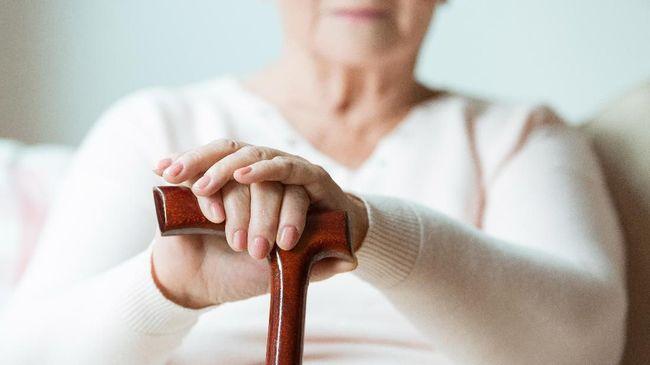 Nenek 83 Tahun 'Kecanduan' Main Tinder Demi Dapat Kekasih