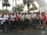 Gubernur Ajak Bos OJK, dan Menkominfo Bersepeda di HUT BI