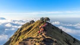 Penampakan Gunung Rinjani 'Bertopi' Jadi Perburuan Selfie