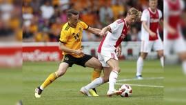 Ajax Bungkam AEK 3-0 di Liga Champions
