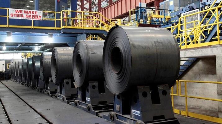 Kebijakan Amerika Serikat (AS) tidak mengenakan tarif terhadap produk baja Indonesia membuat harga saham baja menguat.