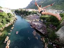 Di Bosnia, Terjun Bebas dari Jembatan Tua Jadi Atraksi Wisata