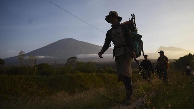 Gempa berkekuatan 6,4 skala richter di Pulau Lombok turut mengguncang Gunung Rinjani, Minggu (29/7) pagi. ANTARA FOTO/Akbar Nugroho Gumay/foc/18.