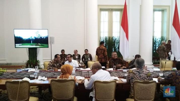 Pesan Lengkap Jokowi dalam Rapat Penyelamatan Rupiah Jilid II