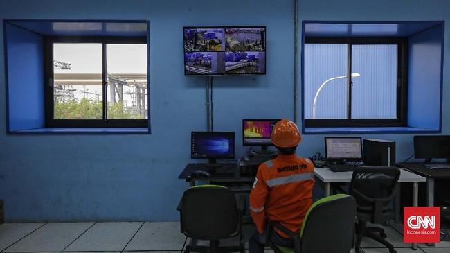 Turbin gas unit 1 dengan kapasitas 300 megawatt (MW) pembangkit tersebut telah melakukan tahap sinkronisasi pertama. (CNNIndonesia/Adhi Wicaksono).